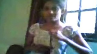 sexy Indian college girl exposing her boobs