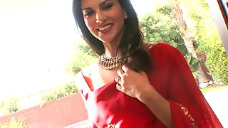 Sunny Leone in red Indian sari asking you to come and stripp her naked